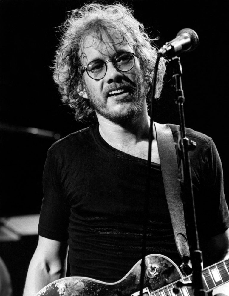 Warren Zevon performing in Philadelphia