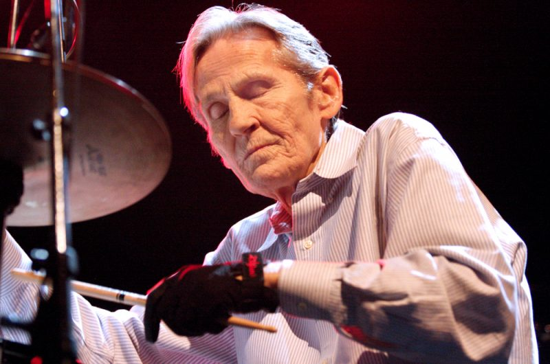 Levon Helm performing in Philadelphia in February 2008